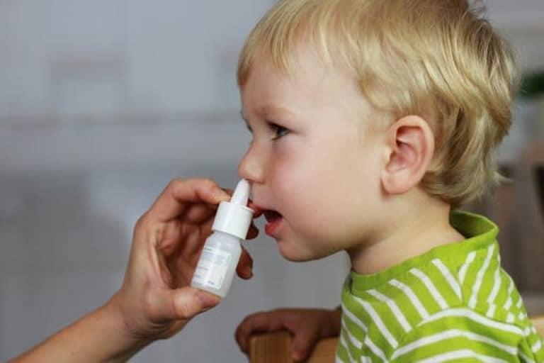 Dùng thuốc tai mũi họng cho trẻ cần đặc biệt lưu ý