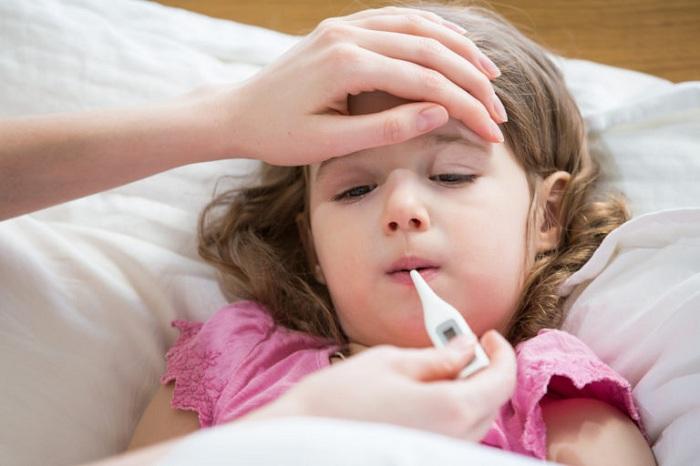 Chăm và phòng bệnh hô hấp cho trẻ mùa lạnh