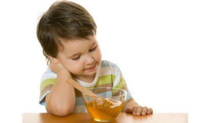Trị ho cho trẻ bằng mật ong với trẻ trên 1 tuổi